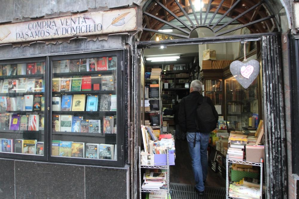 Librería Pérez Galdós, calle Hortaleza, 5 (2/5)