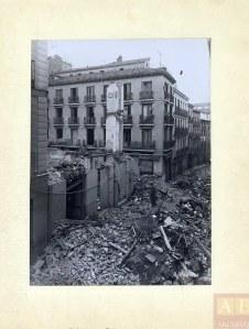 Casa destruida por una bomba en la calle Castro Plasencia. Archivo Rojo